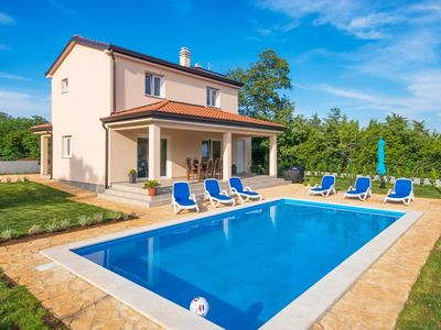 Photo for Modernly equipped holiday house near Rovinj with private pool for 6 +2 person