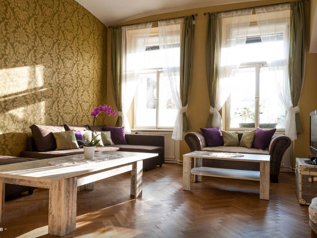 Spacious, luxurious Apt. Next To Castle, Charles' Bridge, Old Town Square