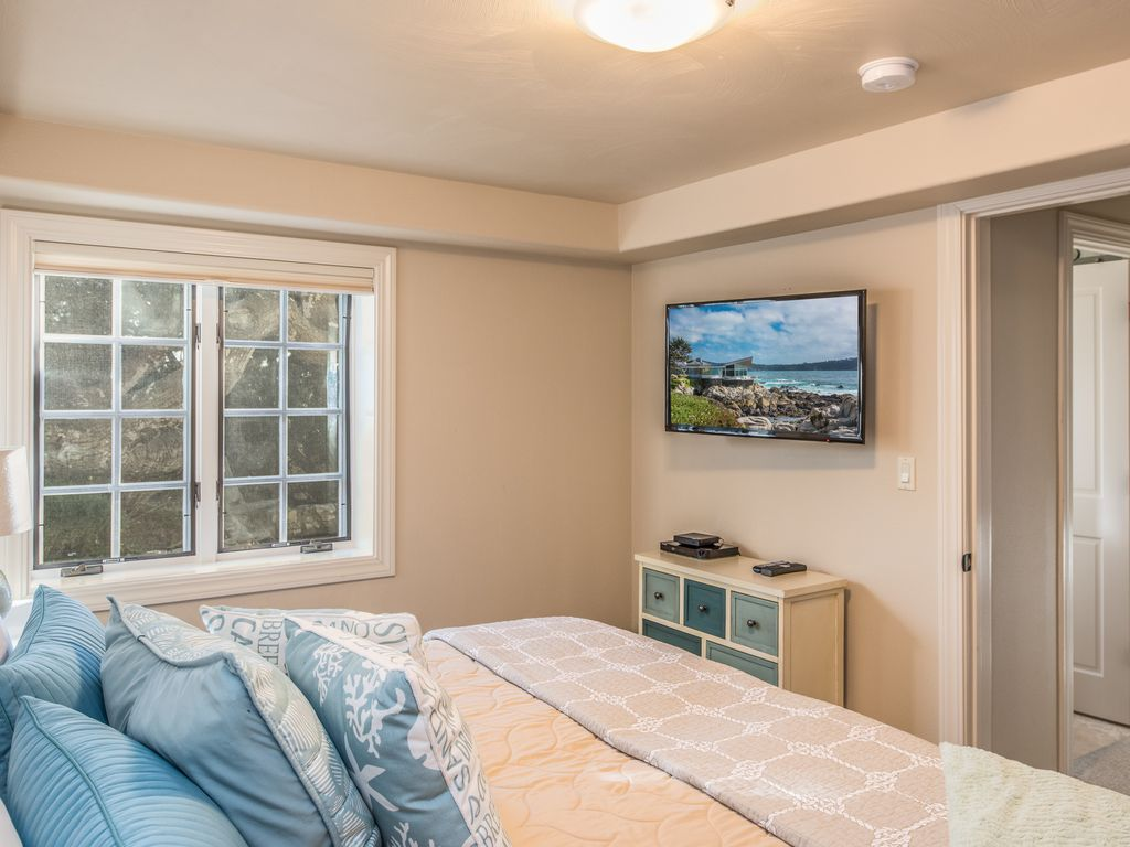 3751 Cornerstone by the Sea ~ Luxurious Home, Walk to Downtown, Plush Beds!