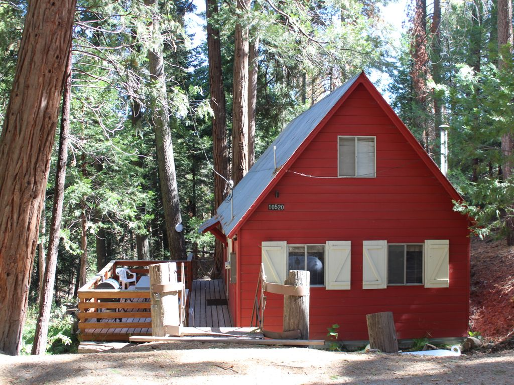 Little red lodge dog friendly affordable cozy and for Cheap cabin deals in sequoia