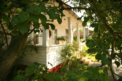 Welcome to The Elliott Guest House, serving guests for 25 years.