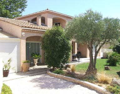 Photo for NARBONNE, classified 4 **** near sea, swimming pool 4x10, clim. 3 ch., Wifi, closed ground