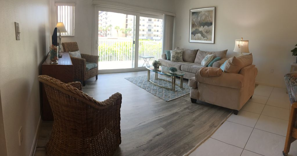 Newly Renovated 2 Bd/2 BA on the Beach!