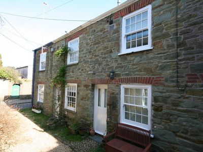 Photo for BLUEBOAT COTTAGE, pet friendly in Salcombe, Ref 995256