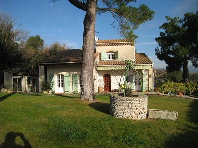 Photo for Provencal villa of 120 sqm at the foot of Cales caves with view over the Luberon