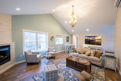 Chickadee's beautiful and expansive great room has everything you need to R&R.