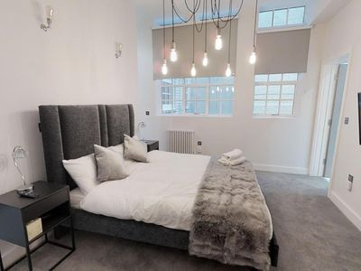 Photo for Grand Deluxe 2 Bed Apartment Central Birmingham