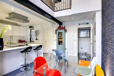 Stylish 2 bed 3 storey house with mezzanine - London Borough of Tower  Hamlets