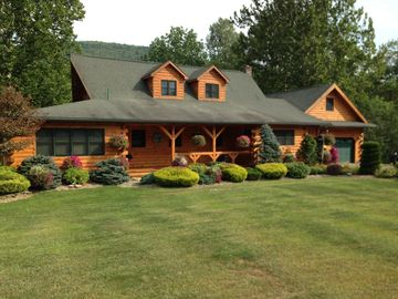 Relaxing Log Lodge on Pine Creek great for families, friends or business meeting