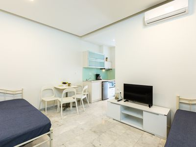Photo for Spacious Renovated Apartment | Beach Road·A5/A6