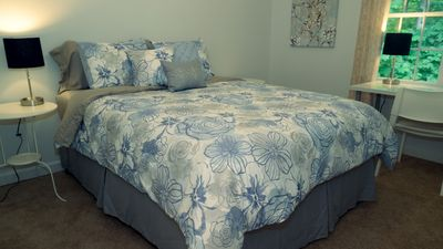 Photo for 5 Queen beds. Wifi, Laundry, Near Attractions