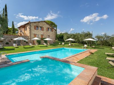 Photo for Cosy apartment in villa with WIFI, pool, TV, patio and parking, close to Greve In Chianti