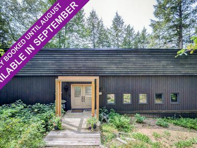 Photo for Stunning 4Bed, 2Bath Cottage on Skeleton Lake! 2.7 Acres! Privacy!