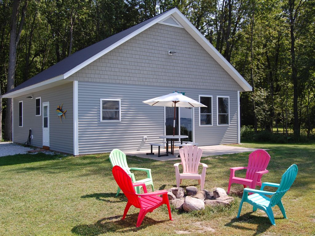 Beach front cottage on lake champlain with vrbo for Lake champlain cabins and cottages