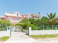 Very spacious accommodation close to the beach