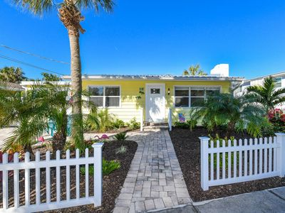 ADORABLE BEACH COTTAGE. PRIVATE POOL. 2 MINUTES FROM BEACH