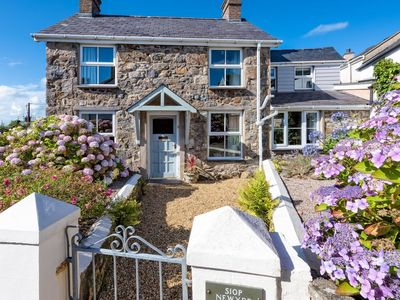 Photo for Cosy cottage with lovely, private garden, just outside Abersoch
