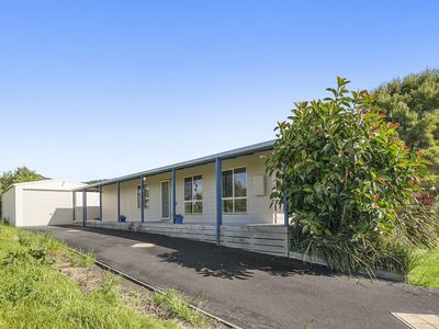 Photo for BANKSIA BREEZE - AFFORDABLE, WELL PRESENTED, GREAT LOCATION