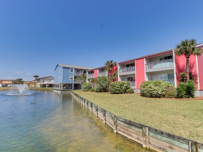 Photo for Condo features freshwater views, shared pool, and easy access to the beach!