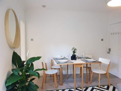 Photo for Luxury Central Reading Apartment Parking Garden Sleeps 4