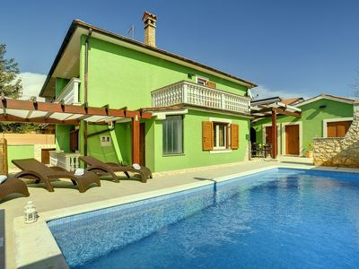 Photo for Traditional and modern villa with private pool, cozy sun terrace, Wi-Fi and garage - only 2.5 km to the center of Pula