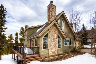 Our 4BD/3BA Pine View Haus is the perfect getaway for a large group or family