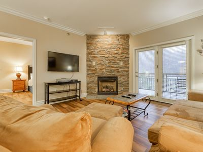Photo for Perfectly located condo w/ jetted tub & shared hot tub, pool, gym!