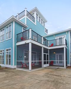 Screen porch and balconies are perfect spots to relax & enjoy your stay.