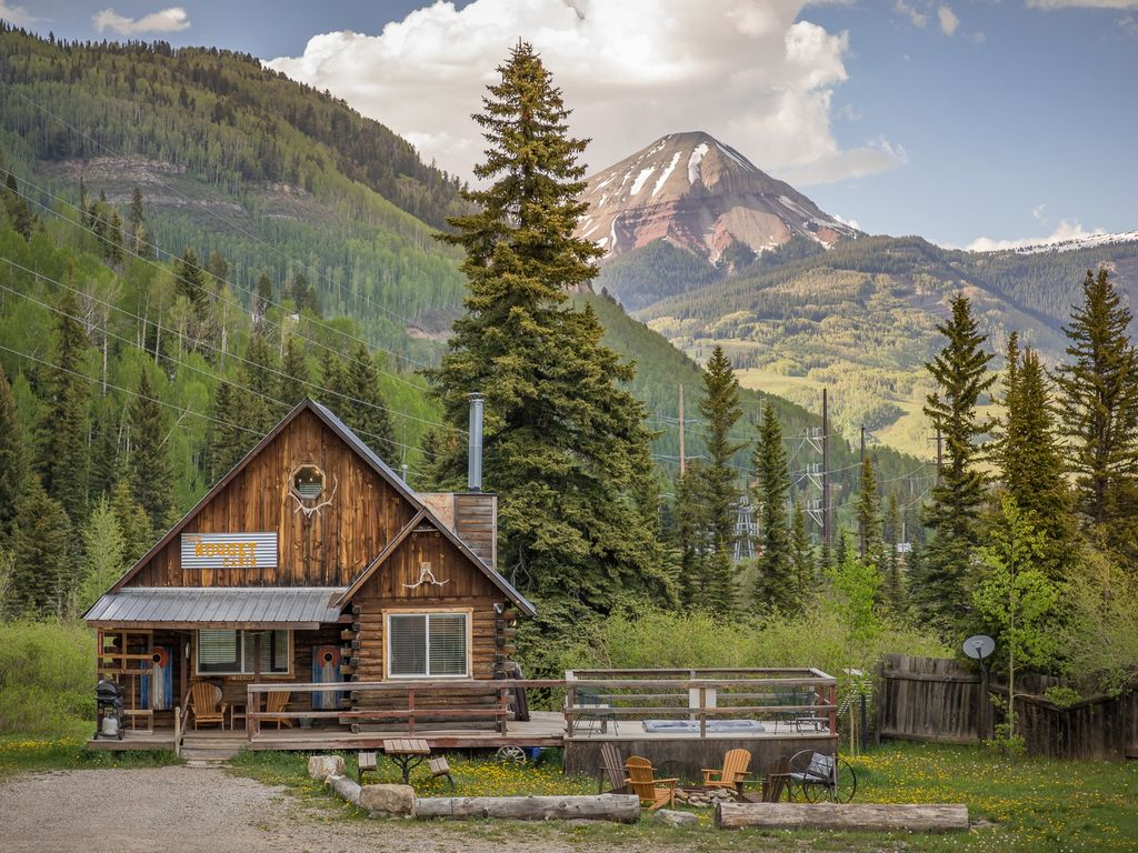 Private cabin with hot tub 1 2 mile to pur vrbo for Cabins to stay in durango colorado