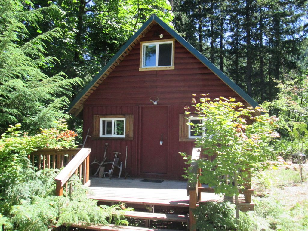 Little red cabin in the woods detroit willamette valley for Cabin in the woods oregon