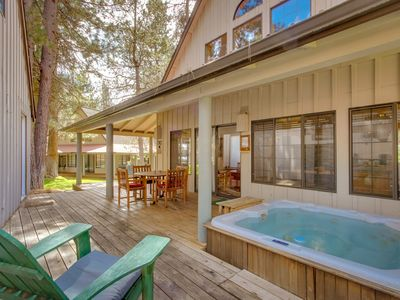 Photo for Luxurious, mountain-themed lodge w/private hot tub, SHARC passes, great location
