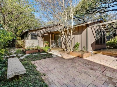 Photo for PERFECT LOCATION ~ In The Heart Of Austin Cool ~ Spacious And Friendly Home!