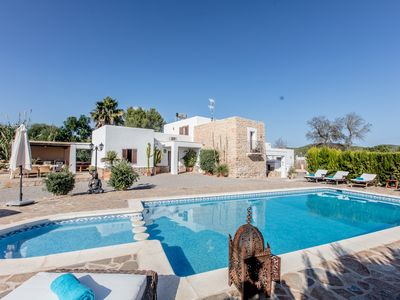 Photo for Family friendly countryside 5 bedroom villa with private swimminpool and jacuzzi