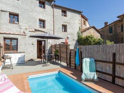 Photo for Cosy apartment for 6 people with private pool, WIFI, TV, patio, pets allowed and panoramic view