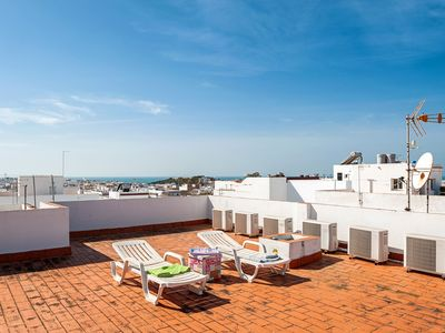 Photo for Air-Conditioned Apartment in Great Location with Rooftop Terrace and Wi-Fi; Pets Allowed