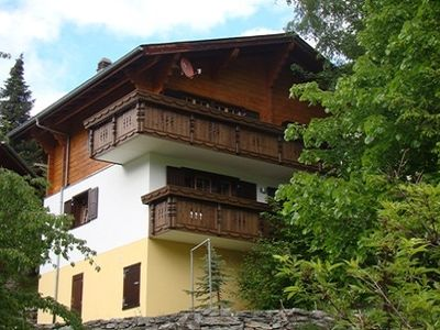 Photo for Comfortable wooden chalet in a location with pristine view in the mountains