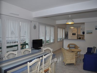 "Photo for € 135 per night (minimum 2 nights) at La Baule City Centre, Free WiFi ""SUNFLOWERS"""