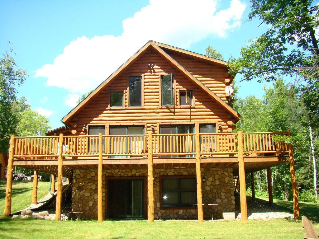 Year Round Cabin Wooded Riverfront On Lily River Wifi
