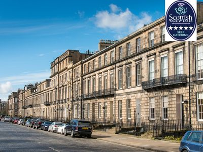 Photo for Spacious 4 Bedroom & 4 Bathroom in Edinburgh City Centre