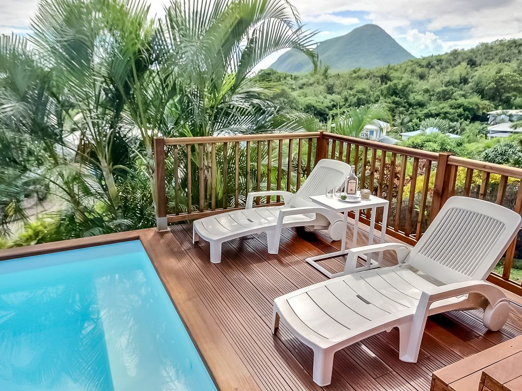 Martinique swimming pool near beach homeaway le for Alarme piscine home beach