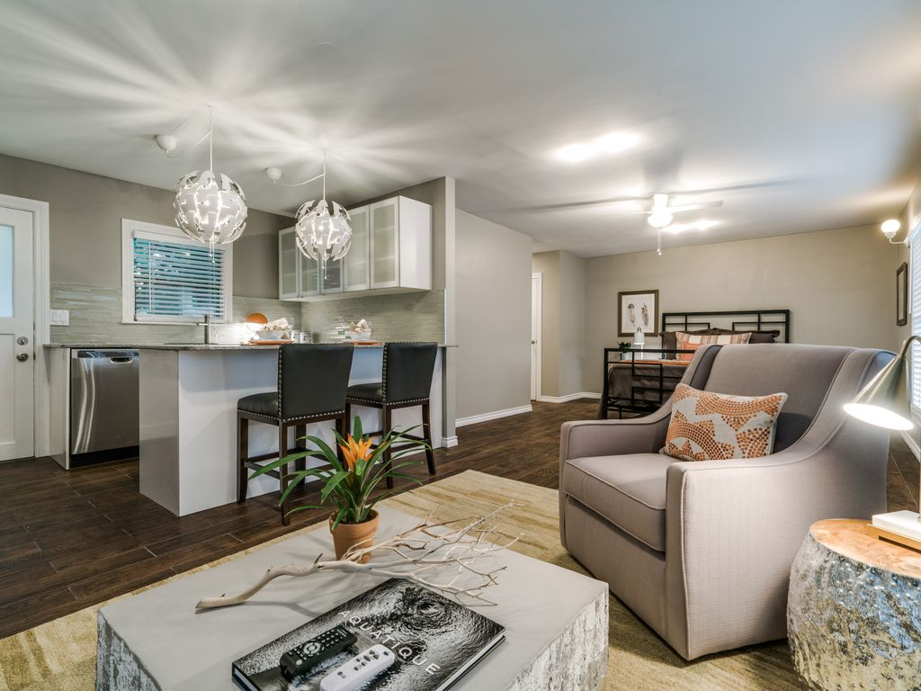 Newly Remodeled Detached Garage Apartment In Vrbo