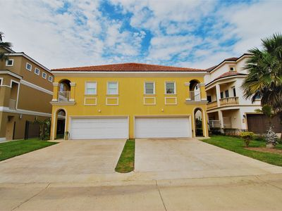 Photo for Beautiful 3 bedroom Townhouse with Large pool & Beach access