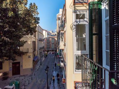 Photo for Air-Conditioned Apartment in Historic Centre with Balcony an0d Wi-Fi - Plaza del Teatro