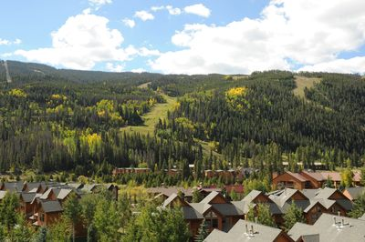 The beautiful Gateway Mountain lodge is nestled in the mountains.