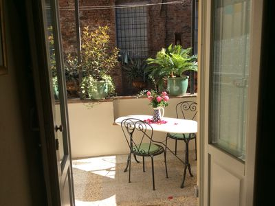 Photo for Central, elegant 16th. C. Apartment, 2 bedrooms, in quiet area. Small terrace  c
