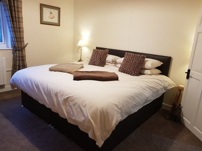"Overlooks the garden, king-size or twin beds and a 32"" T.V."