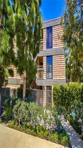 Beautiful 2 BR Point Loma condo with pool and hot tub 1 block from Kellogg Beach