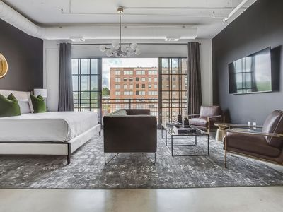 Photo for Green with Envy by Atlanta Luxury Rentals
