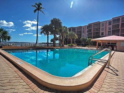Photo for Waterfront Condo in Paradise!