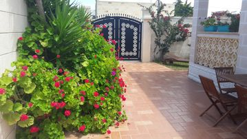 7 NIGHTS € 1. 040 (18 BEDS) IN A VILLA 100MT FROM THE WONDERFUL SEA SALENTIN